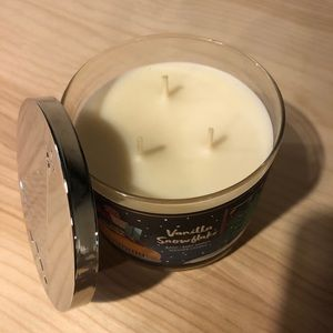 "New 3 Wick Candle ""Vanilla Snowflake"""